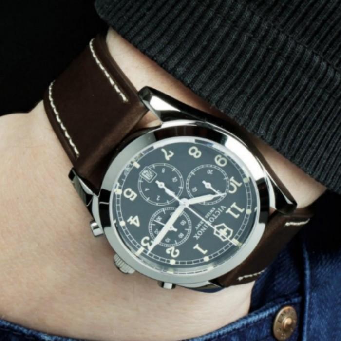 Victorinox Swiss 241567 Men s Infantry Quartz Chronograph Leather Watch 963b773bf6